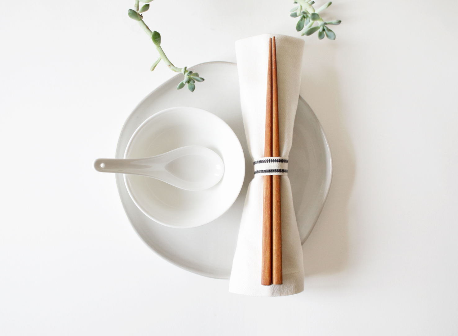... Asian place setting & Clean and Chic Table Settings for Any Cuisine | BAY ON A BUDGET